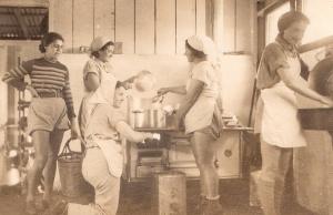 חברות-במטבח-הישן